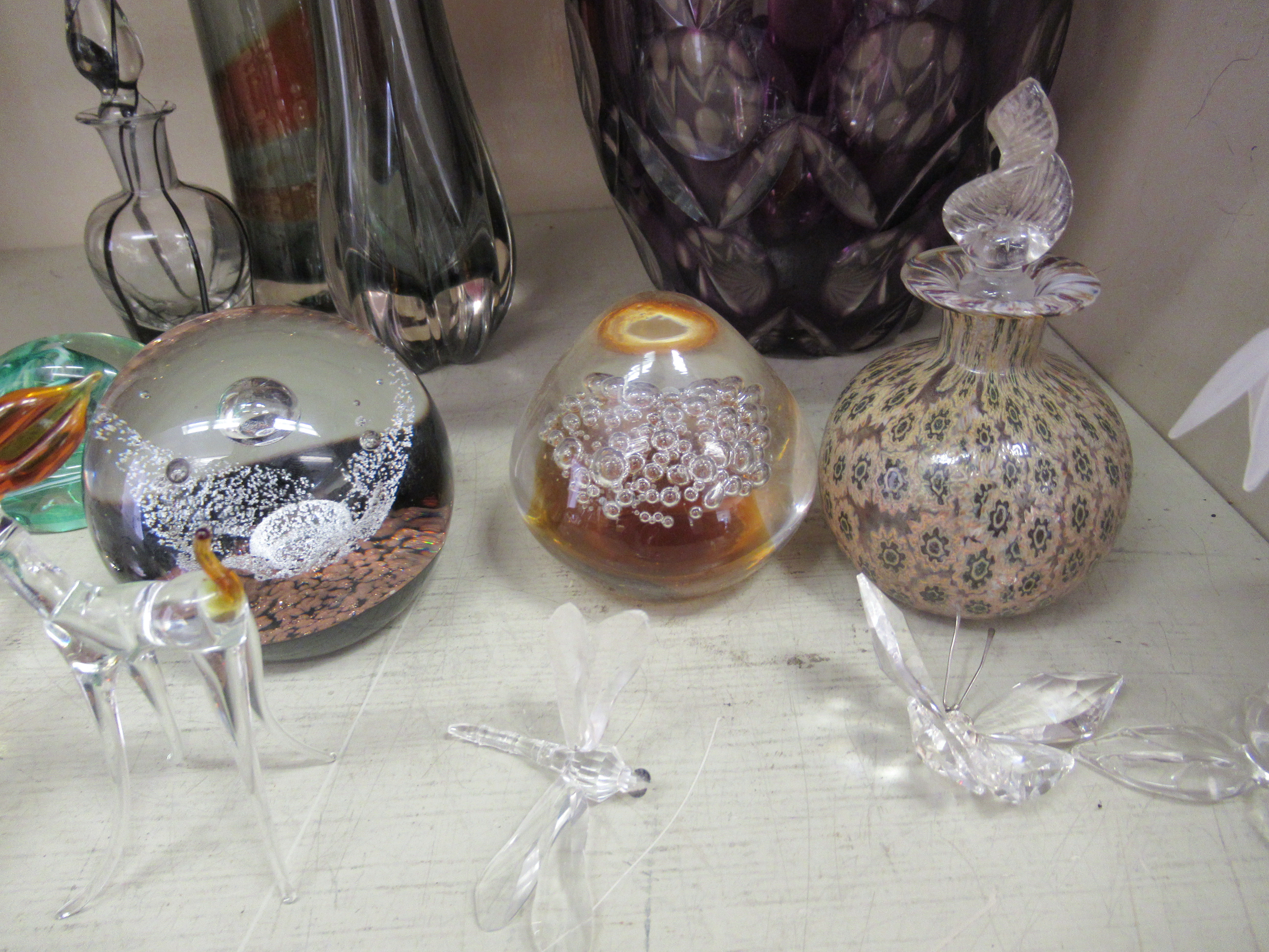 """Decorative glassware: to include a Caithness paperweight 'Free Spirit' 3.5""""dia - Image 4 of 5"""