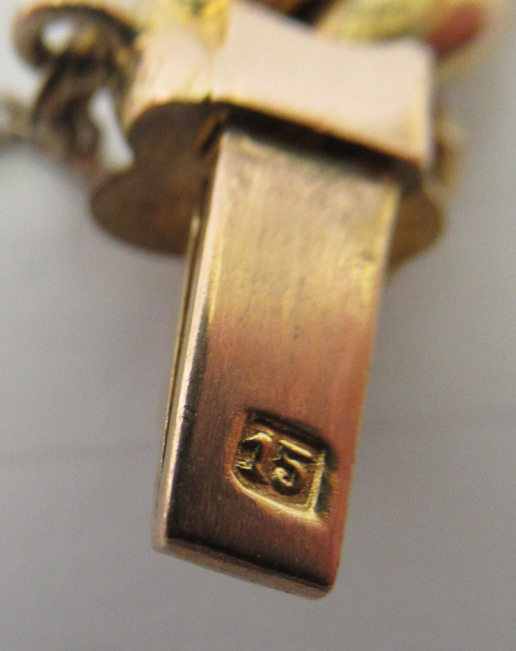 A 15ct gold fancy link bracelet, on a bayonet clasp and safety chain - Image 3 of 3