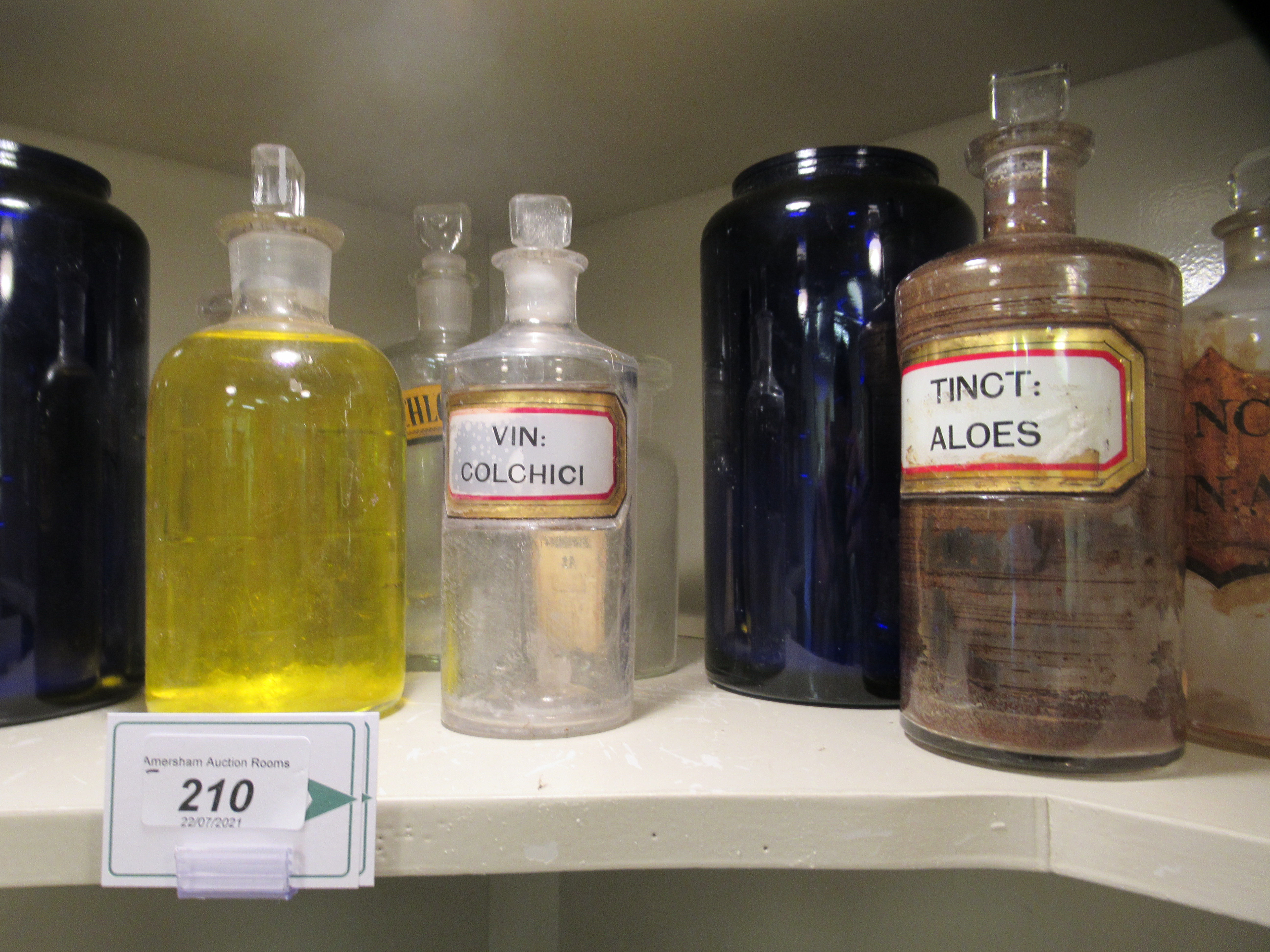 """Apothecary jars, various designs and sizes: to include 'Cinnam' 8""""h - Image 4 of 6"""