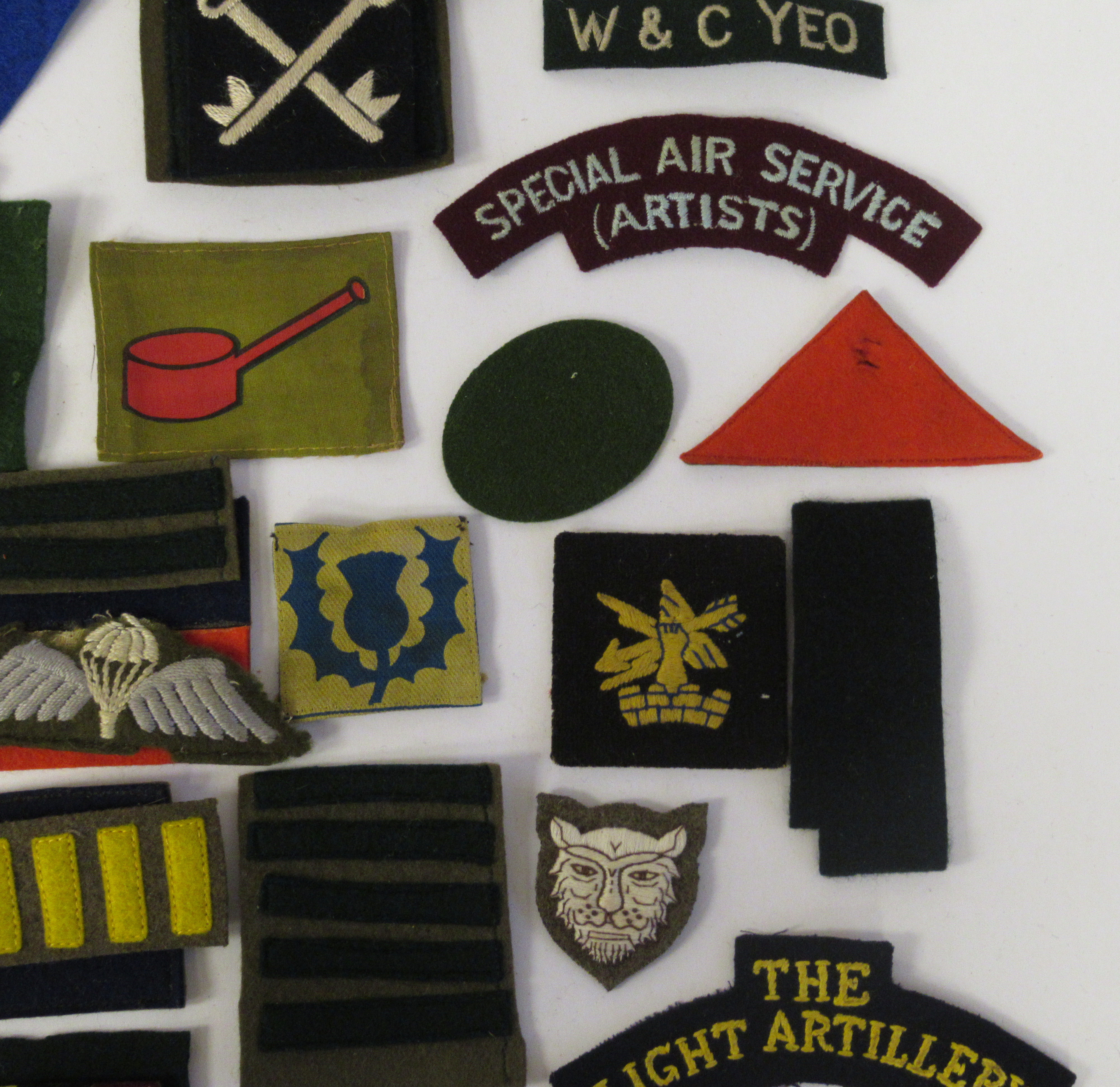 An uncollated collection of military cloth uniform badges: to include North Irish Horse, No8 - Image 5 of 8
