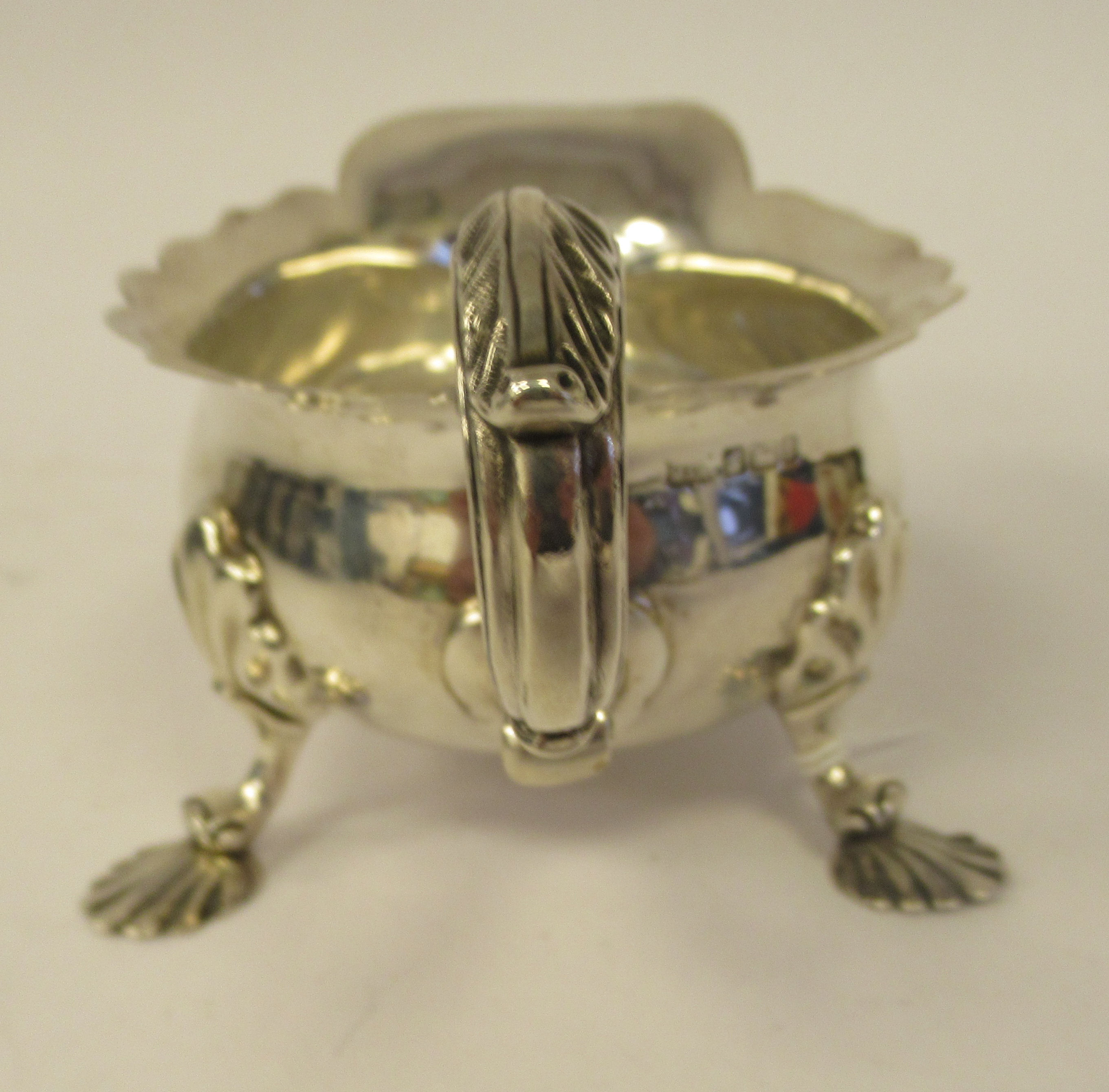 An Edwardian silver sauce boat with a decoratively cut, flared, wavy rim, a shell and acanthus, C- - Image 4 of 9