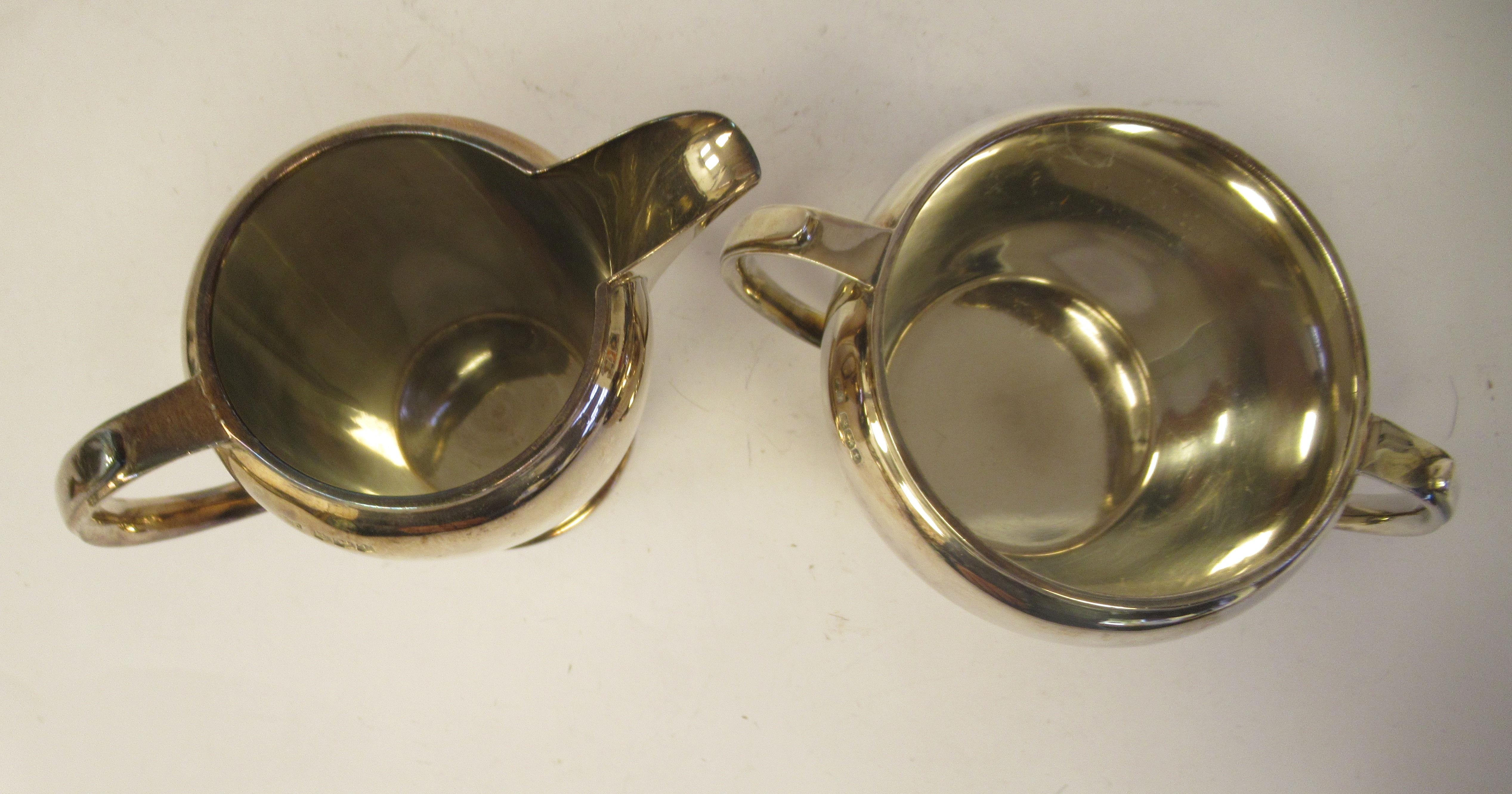 A three piece silver tea set of bulbous form, comprising a teapot with a short spout, an insulated - Image 5 of 6