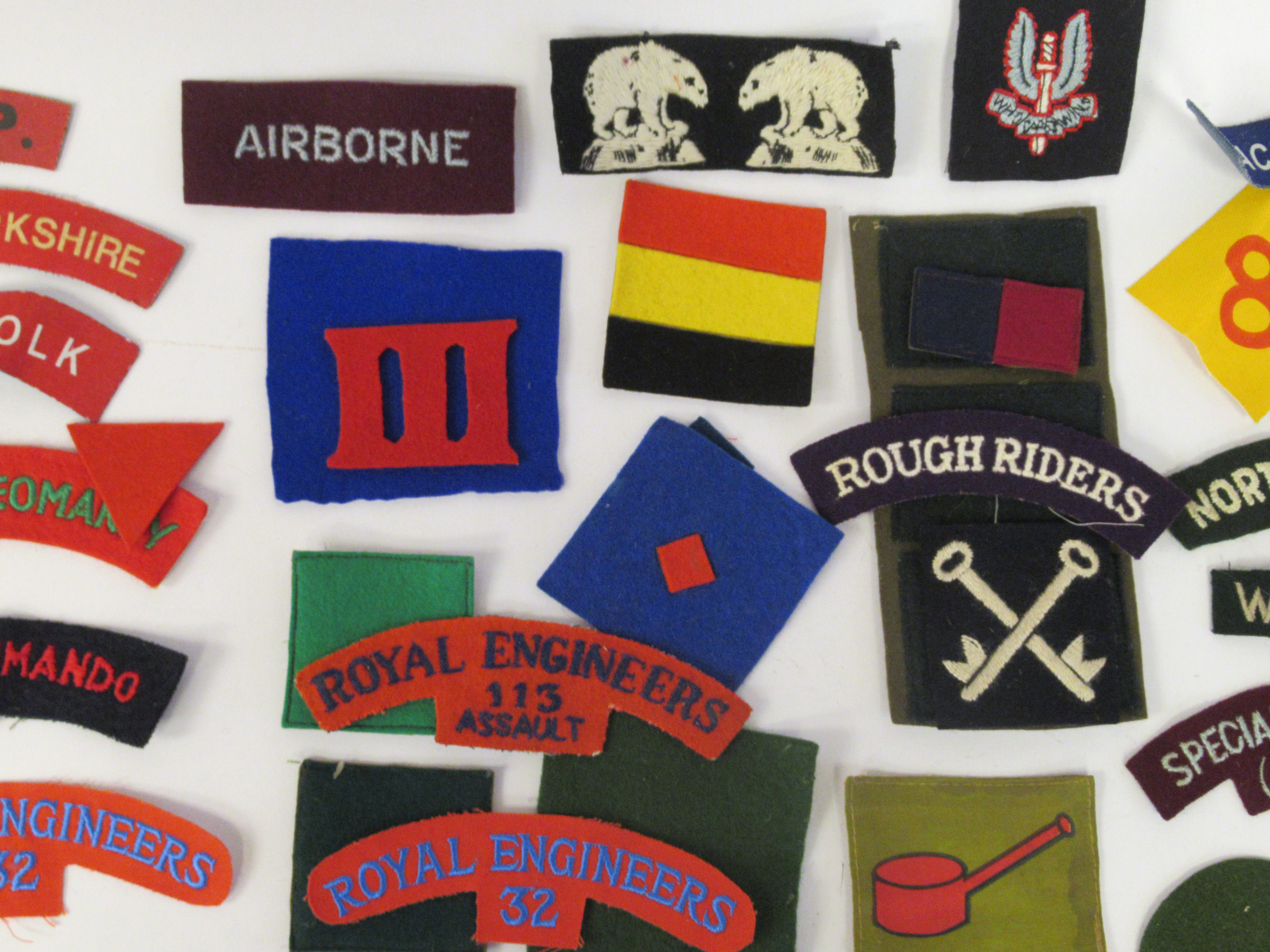 An uncollated collection of military cloth uniform badges: to include North Irish Horse, No8 - Image 7 of 8