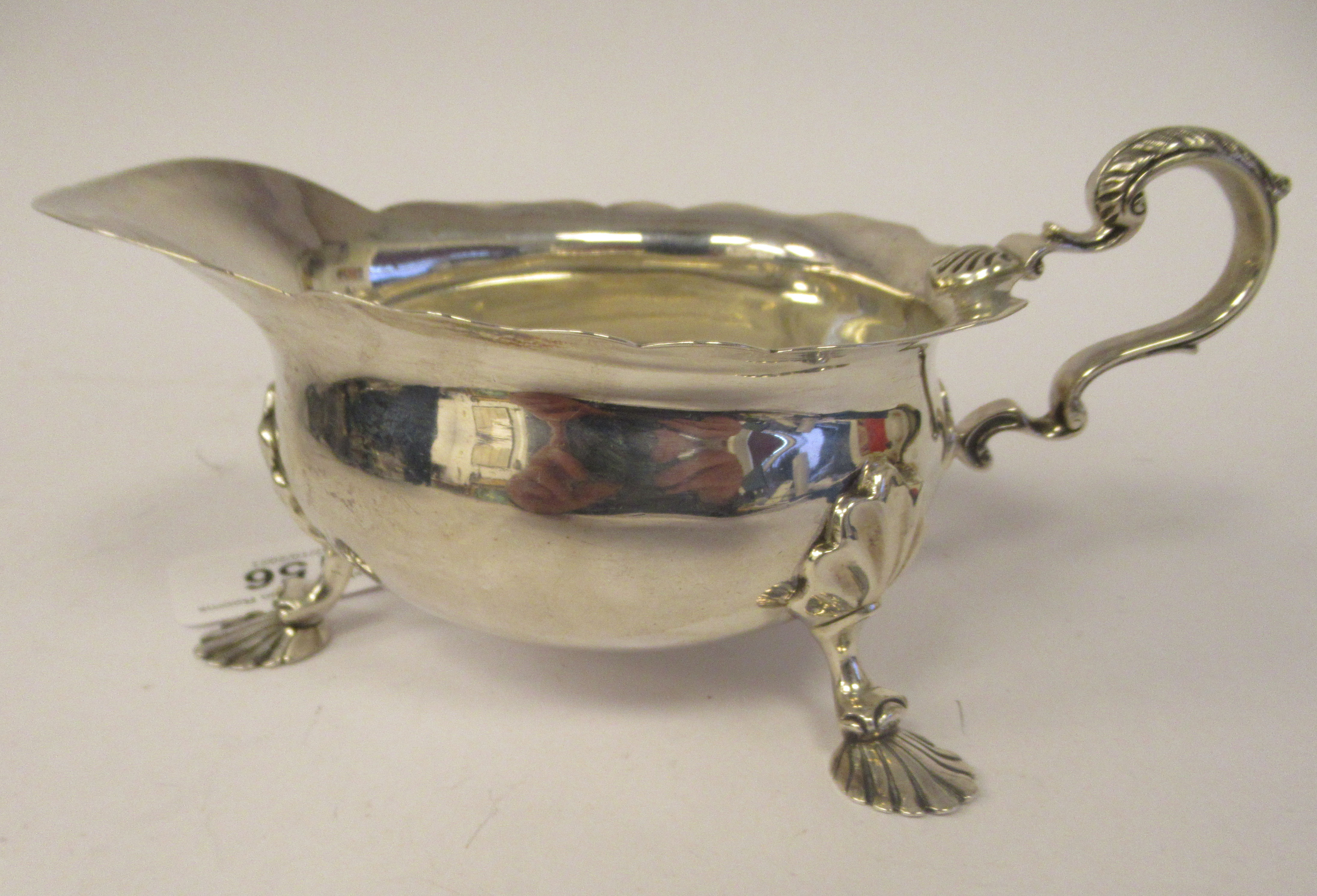 An Edwardian silver sauce boat with a decoratively cut, flared, wavy rim, a shell and acanthus, C- - Image 3 of 9