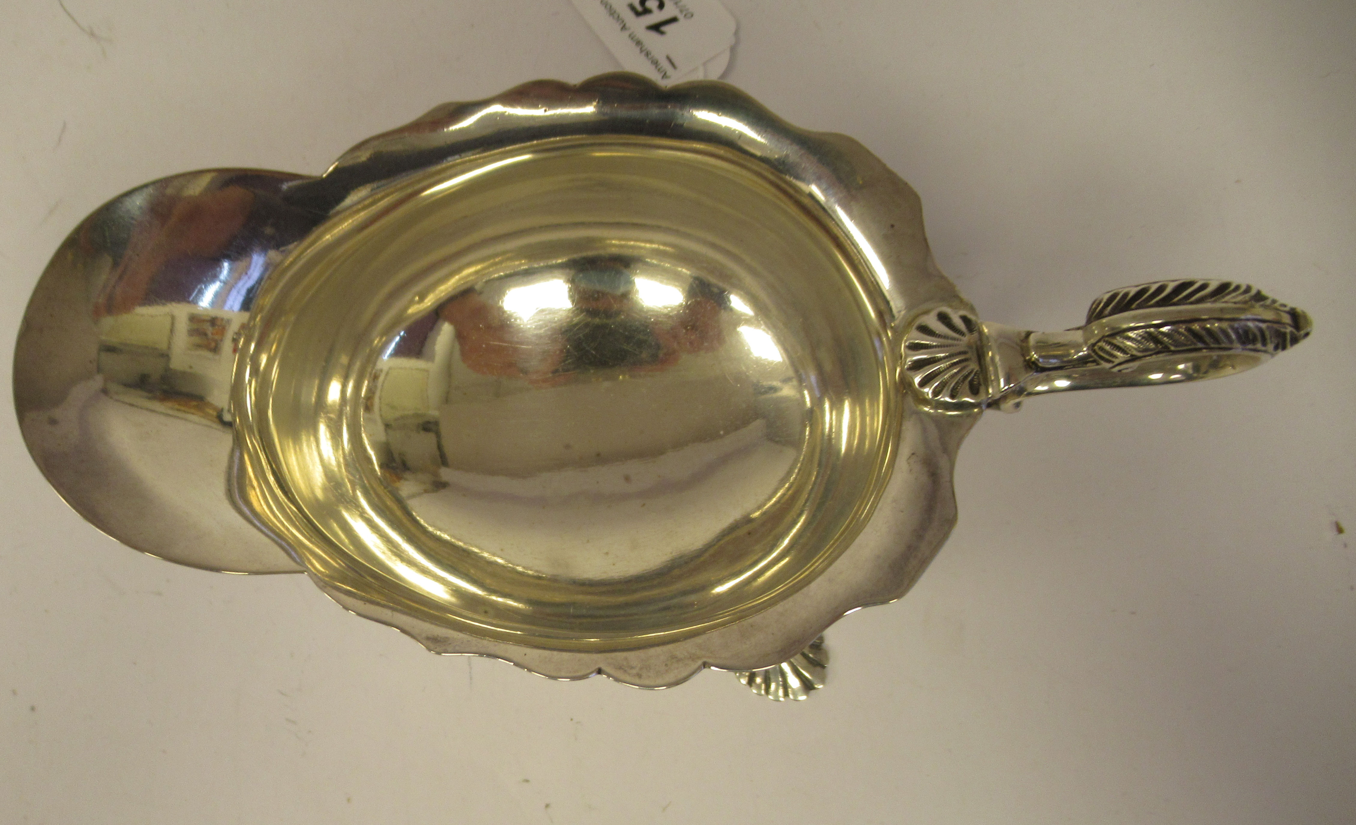 An Edwardian silver sauce boat with a decoratively cut, flared, wavy rim, a shell and acanthus, C- - Image 5 of 9