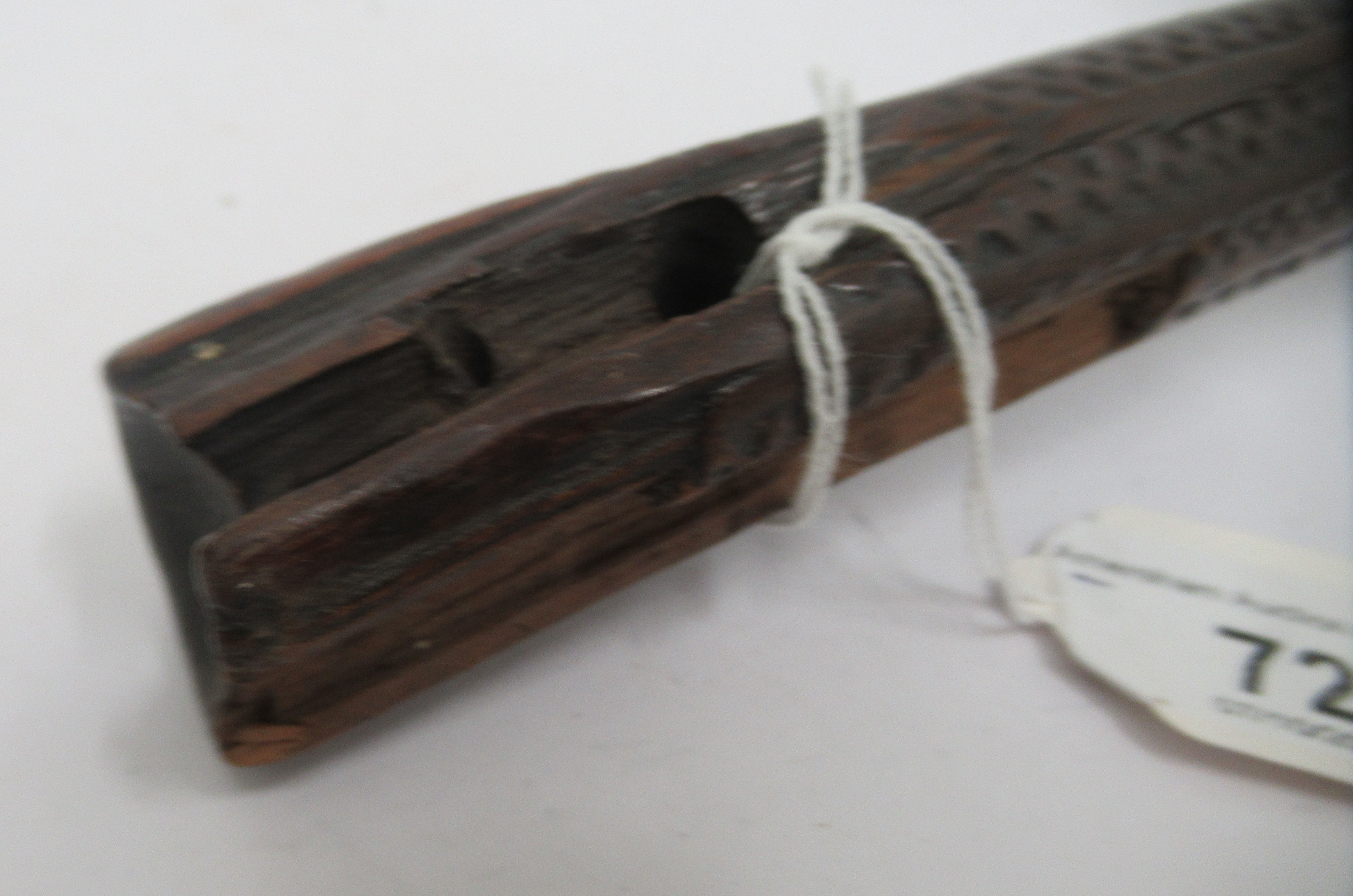 A late 19thC Fijian hardwood Iula Tavatava throwing club, the handle carved with geometric patterns - Image 9 of 10