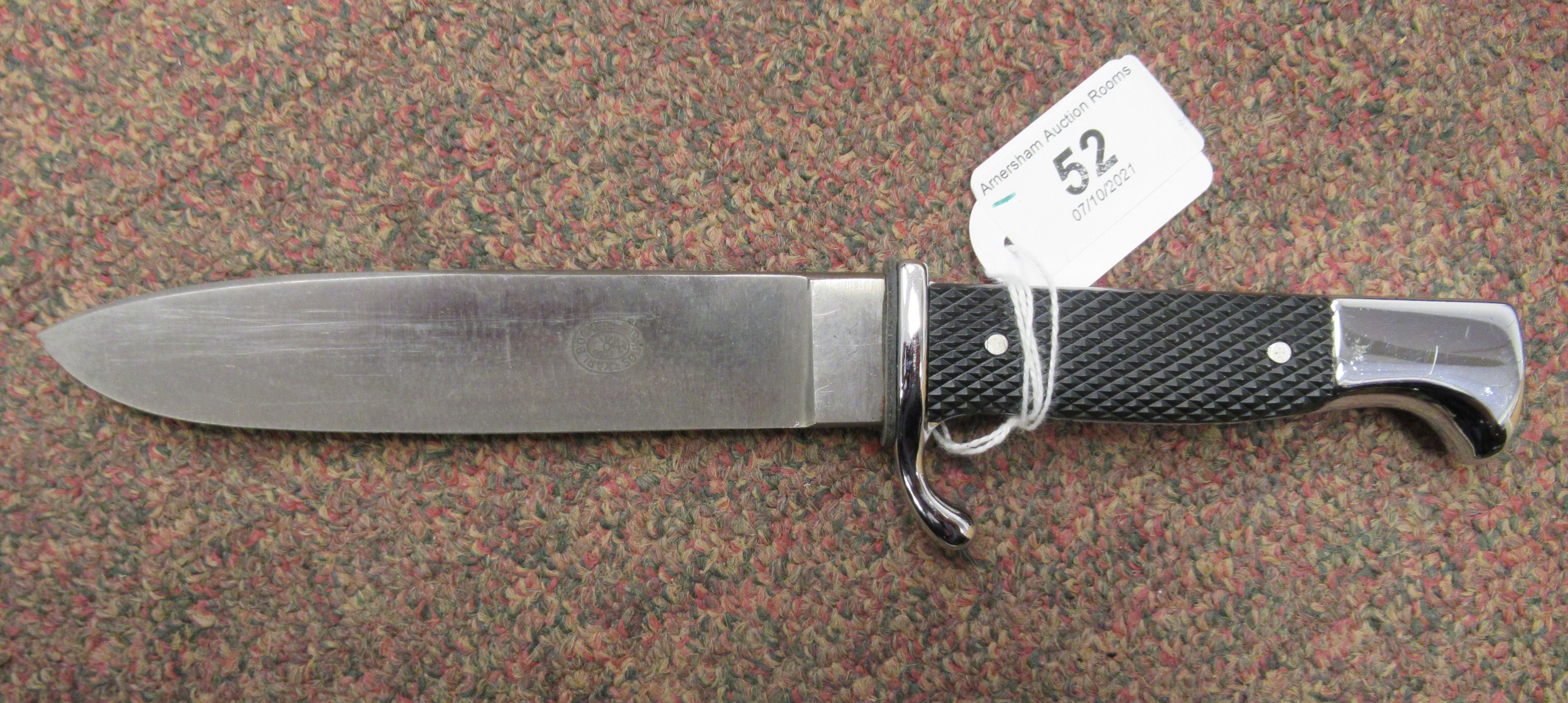 A Hitler Youth dagger, the rivetted grip plate incorporating a red, white and black enamelled - Image 2 of 6