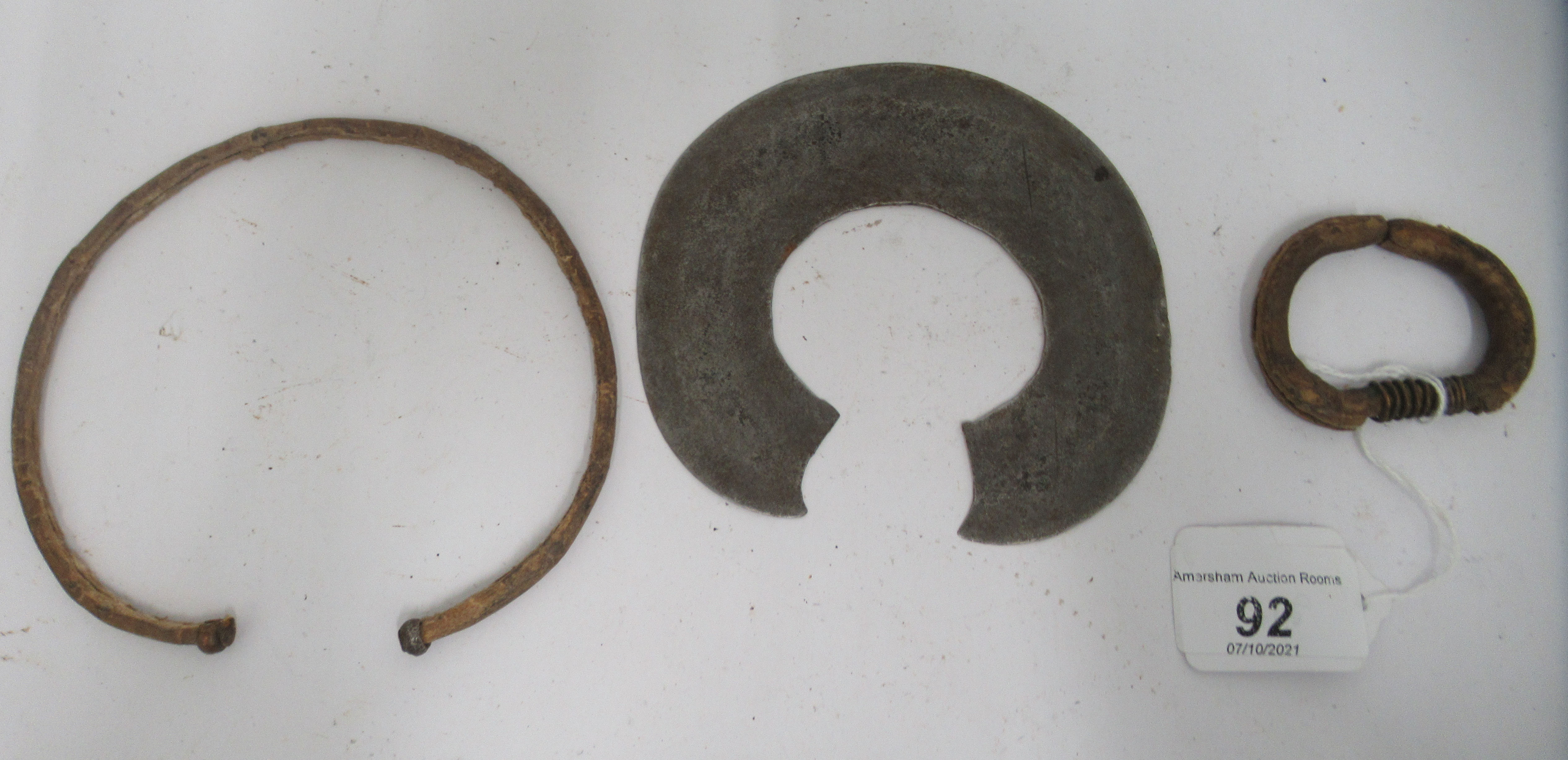"""A 20thC African metal fighting bracelet 4.75""""w - Image 3 of 4"""