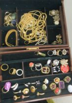 Costume jewellery: to include a multi-coloured hardstone link bracelet; and assorted rings, in a