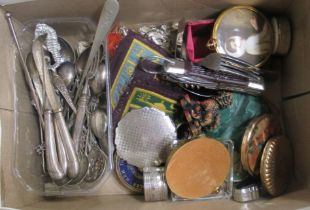 Collectibles: to include white metal tea and other spoons; and various powder compacts