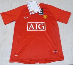 A framed Nike Manchester Utd home football shirt, signed on the obverse by no.18 Paul Scholes with a