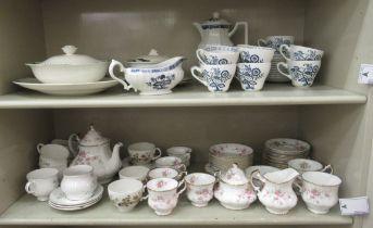 Ceramics: to include Art Deco Alfred Meakin china Verdi pattern dinnerware