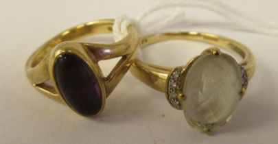 Two dissimilarly set 9ct gold dress rings