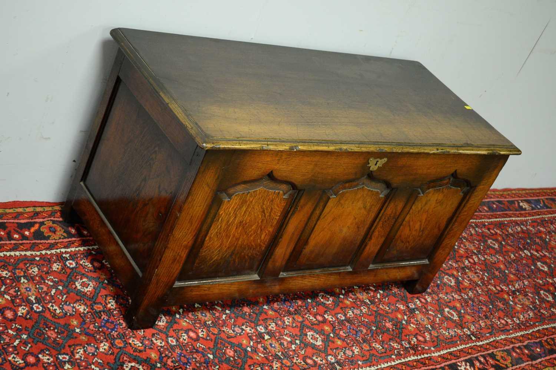 N.H. Chapman 'Siesta' oak coffer. - Image 3 of 5