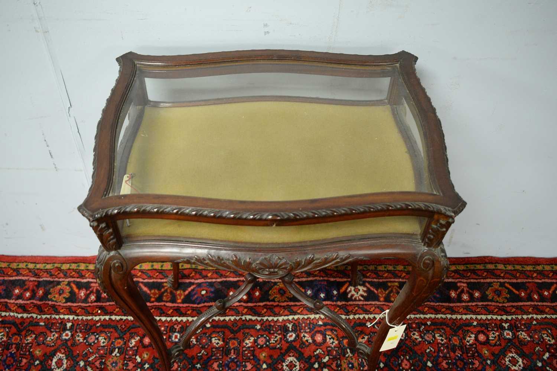 A 20th Century mahogany bijouterie table - Image 5 of 5