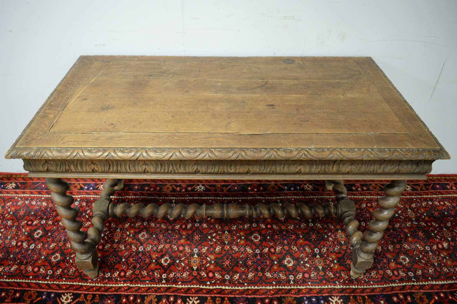 A Victorian oak side table - Image 3 of 5