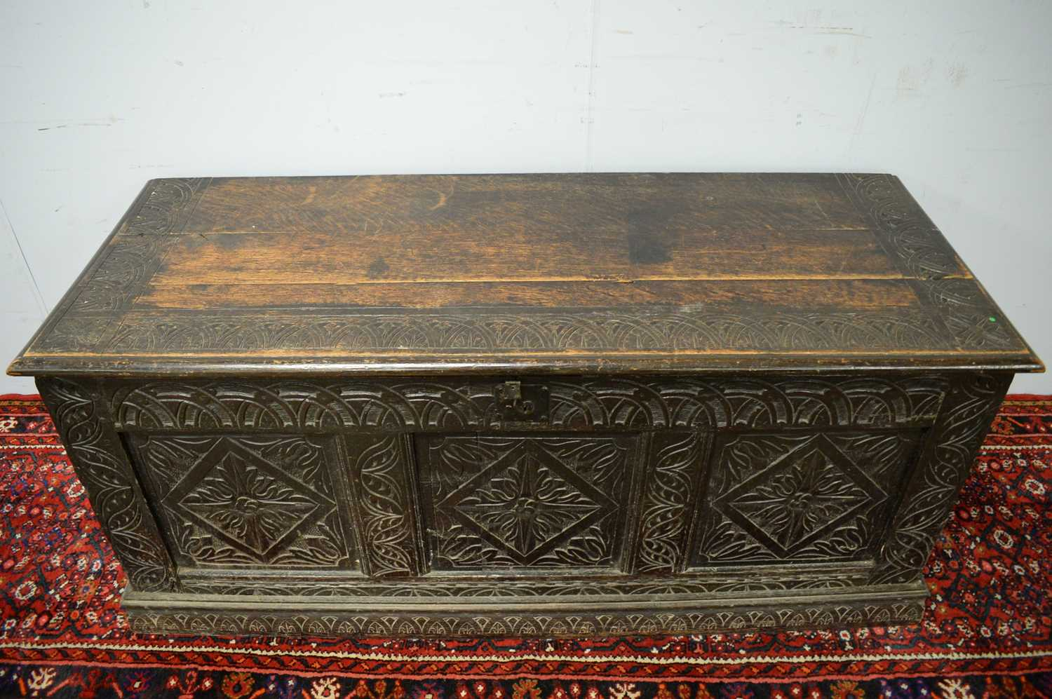 An 18th Century and later oak blanket box - Image 3 of 5