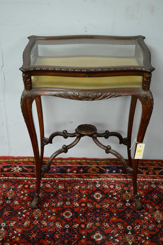 A 20th Century mahogany bijouterie table