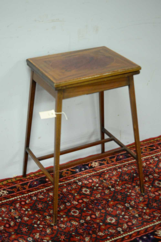 An Edwardian mahogany card table - Image 3 of 5