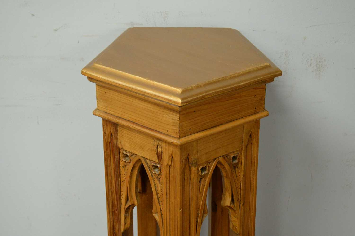 20th C gold-painted Gothic revival style jardiniere stand. - Image 3 of 3