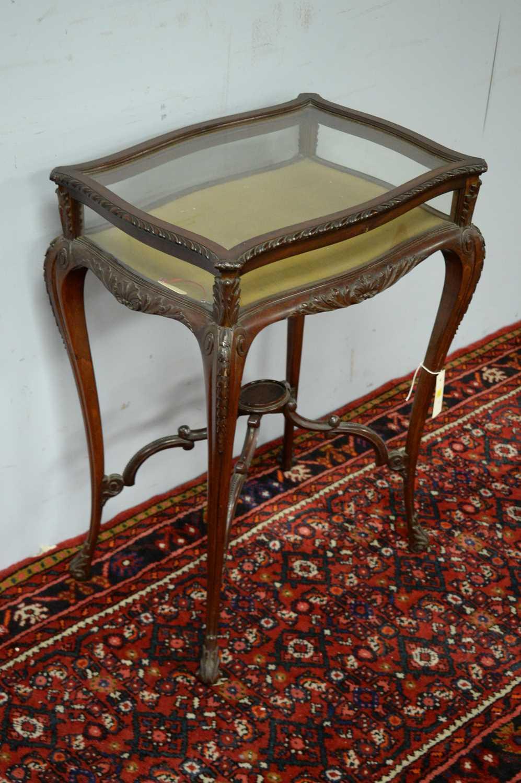 A 20th Century mahogany bijouterie table - Image 3 of 5