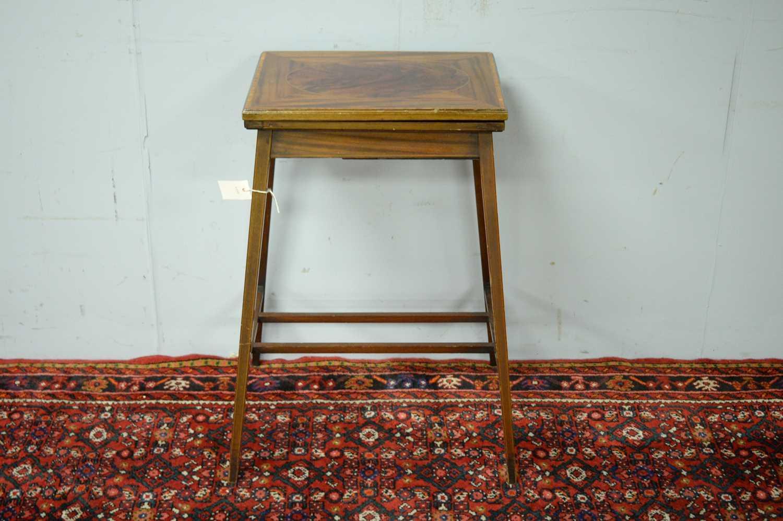An Edwardian mahogany card table - Image 2 of 5