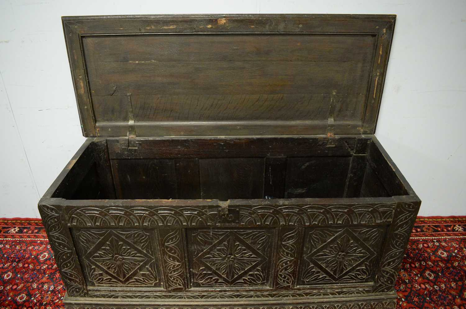 An 18th Century and later oak blanket box - Image 4 of 5
