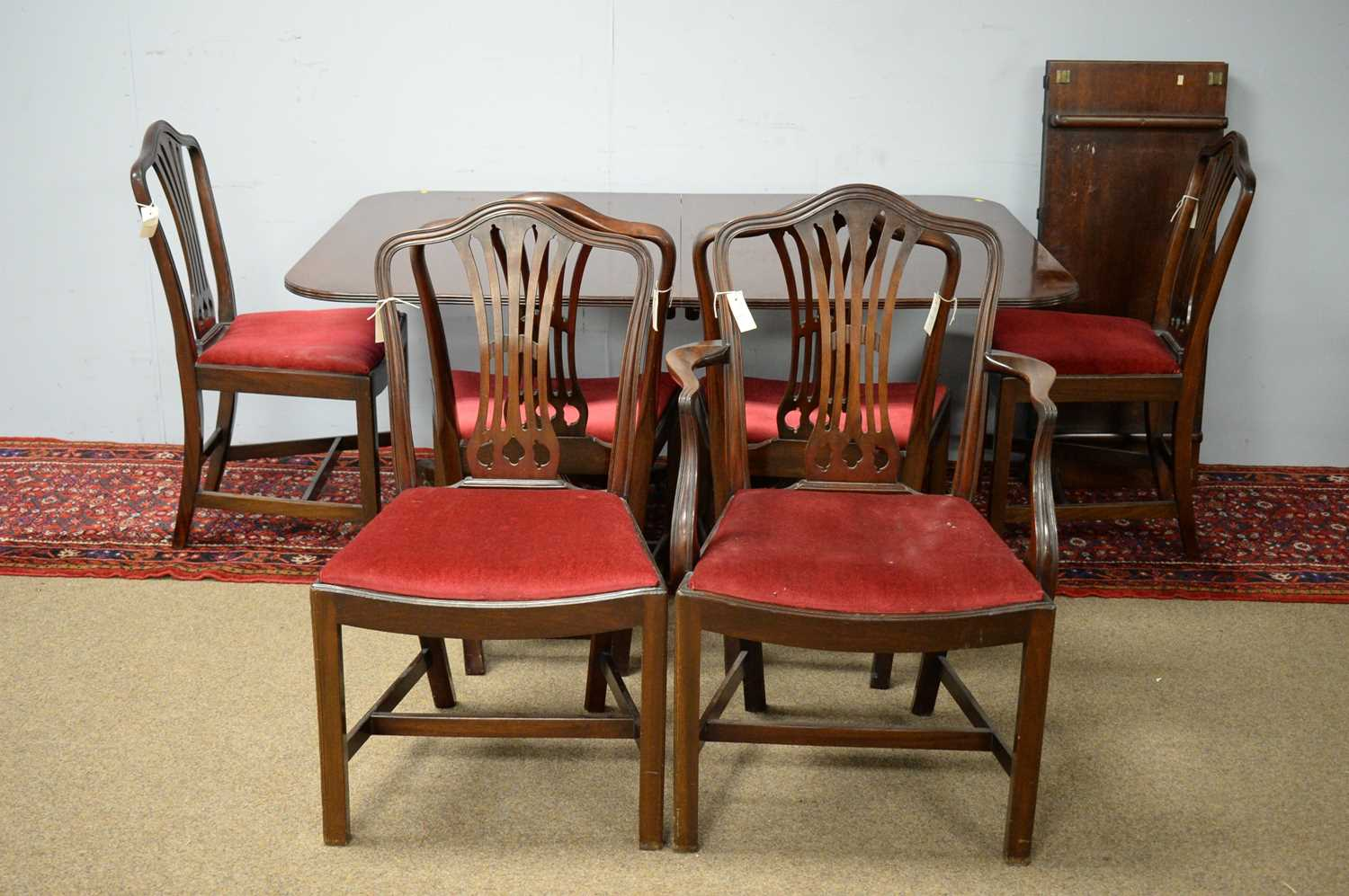 20th C George III style dining room suite. - Image 2 of 3