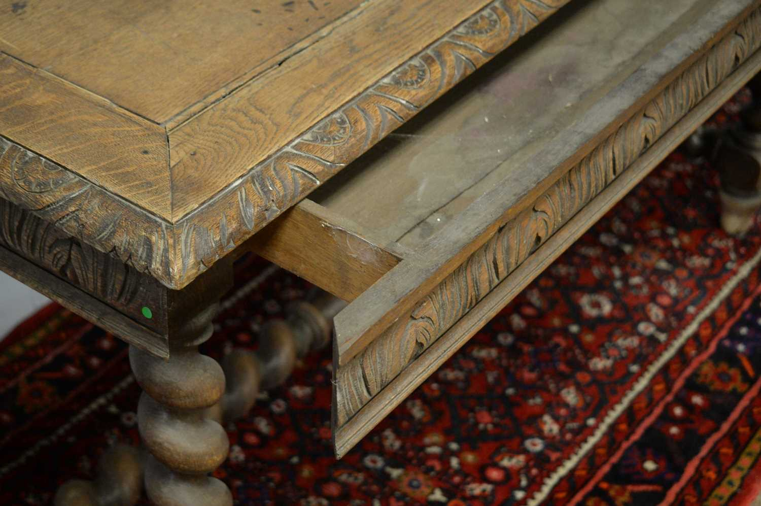 A Victorian oak side table - Image 4 of 5