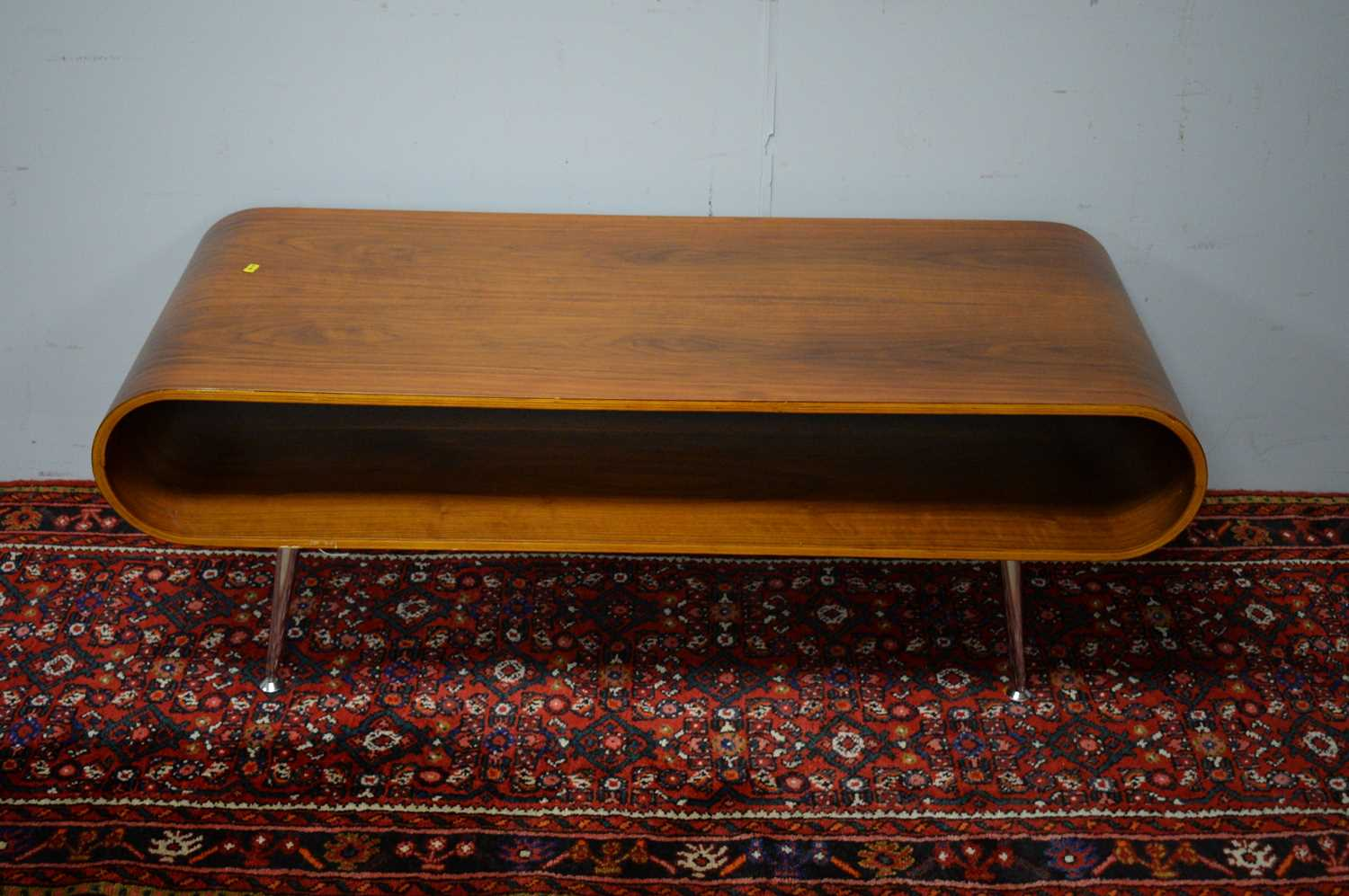 Late 20th C simulated rosewood TV stand. - Image 3 of 5