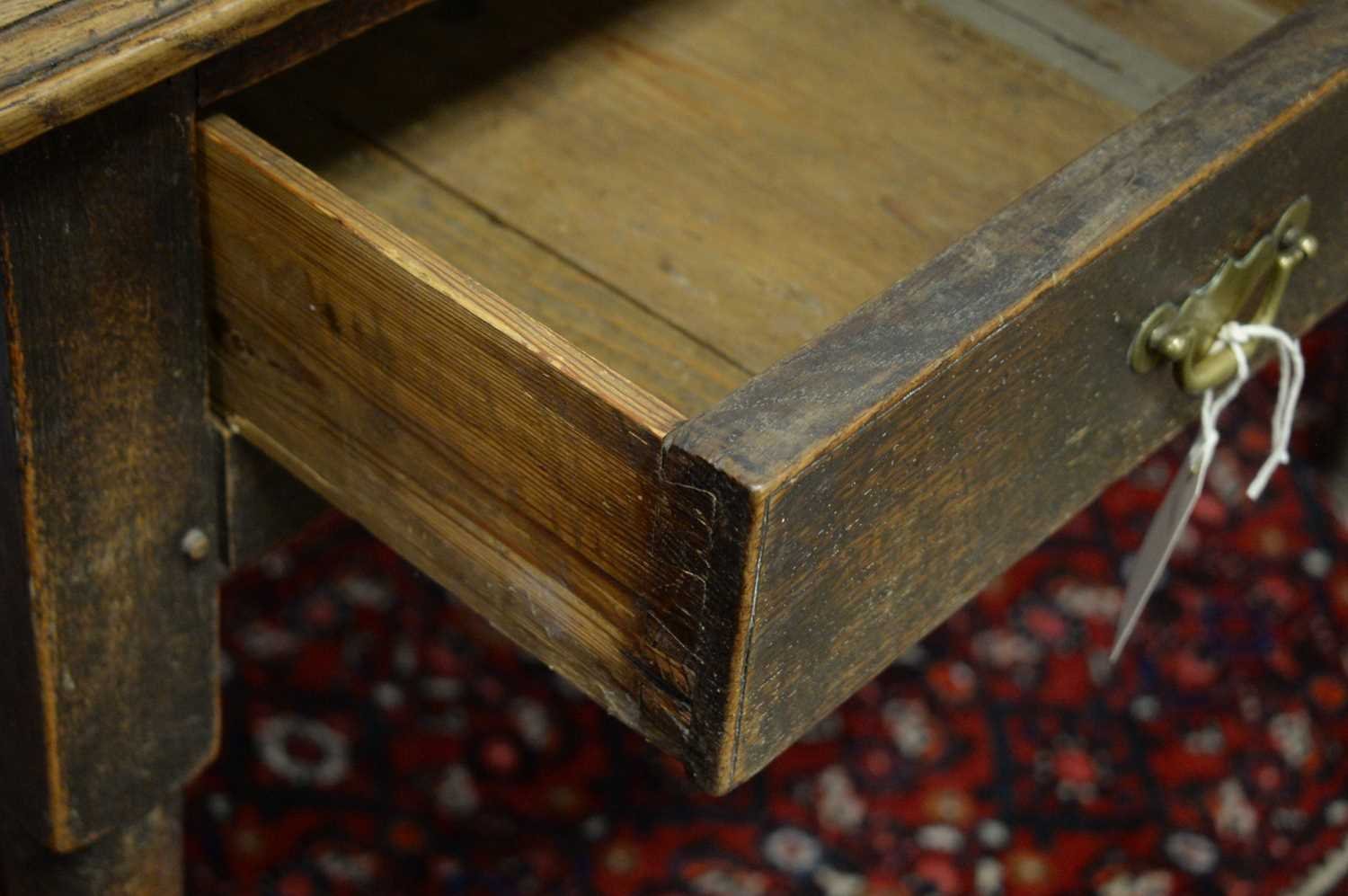 A 19th Century oak side table - Image 6 of 7