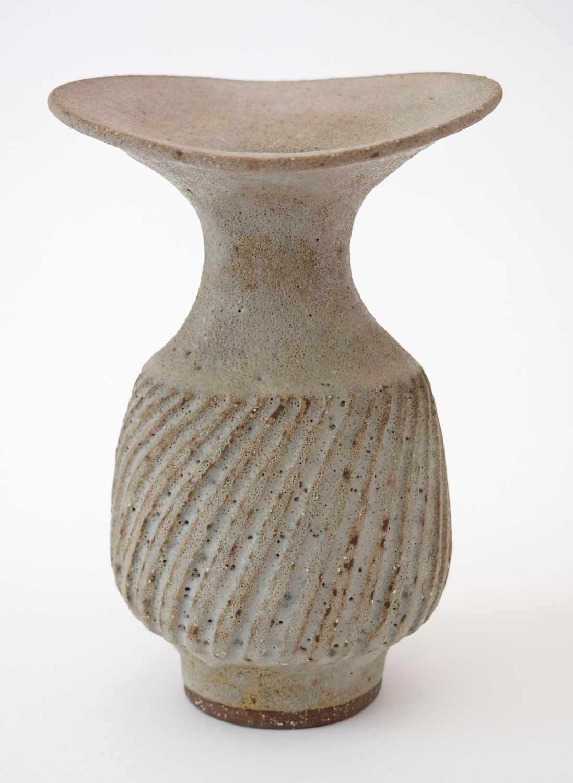 Lucie Rie: olive Stoneware vase