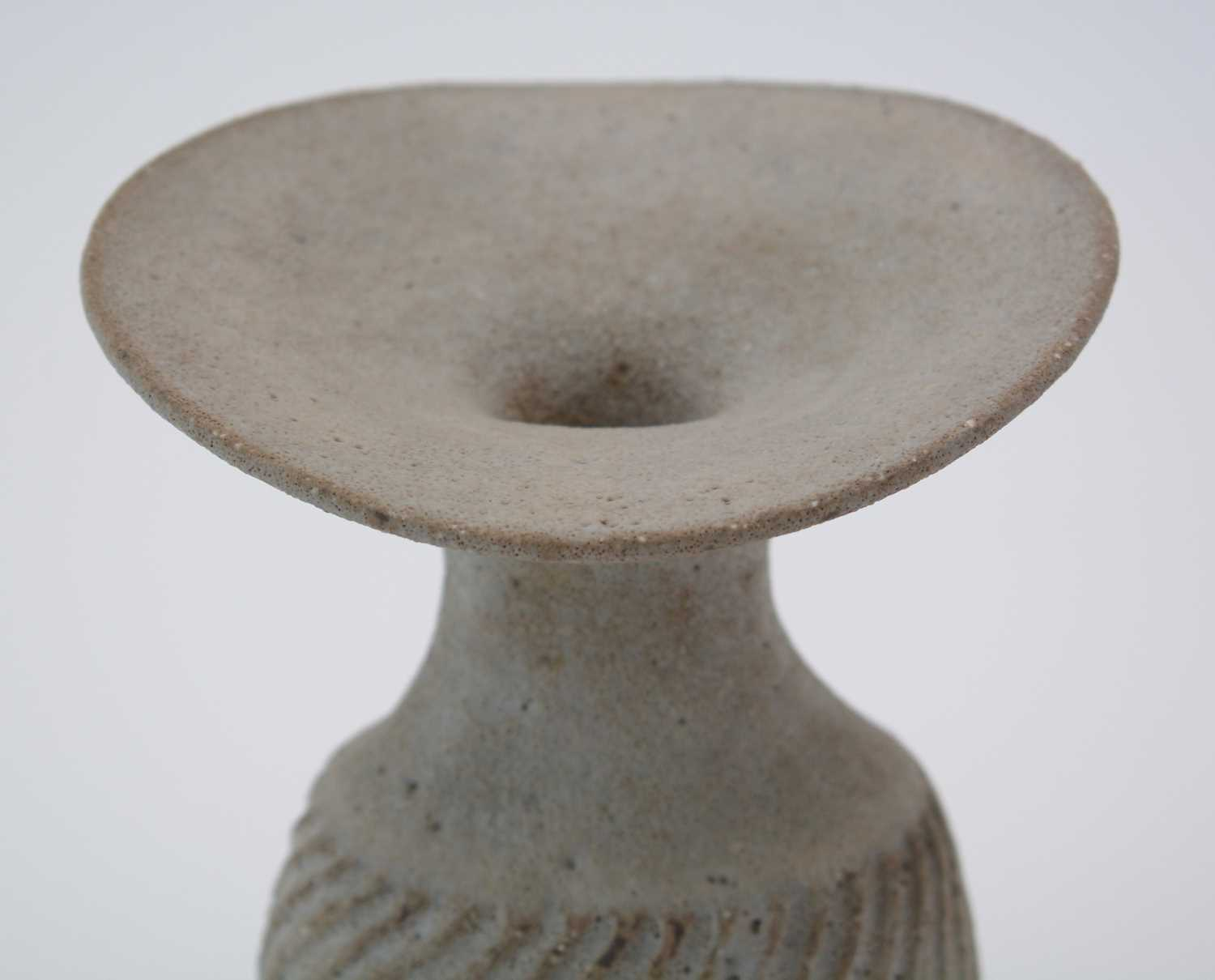 Lucie Rie: olive Stoneware vase - Image 6 of 9