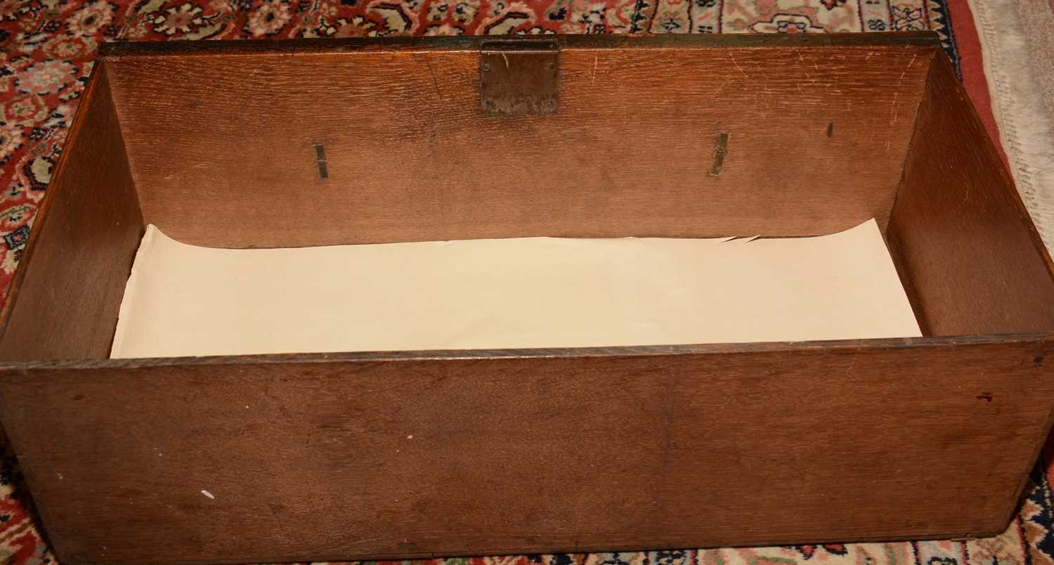 Early 18th Century walnut bachelors chest - Image 35 of 39