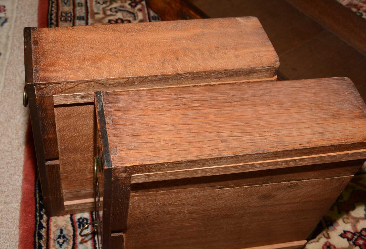 Early 18th Century walnut bachelors chest - Image 18 of 39