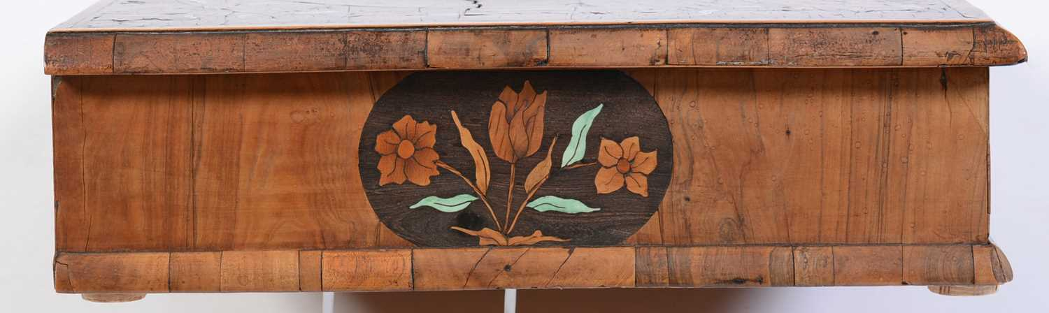 18th Century Dutch marquetry and oyster veneered lace box - Image 5 of 9