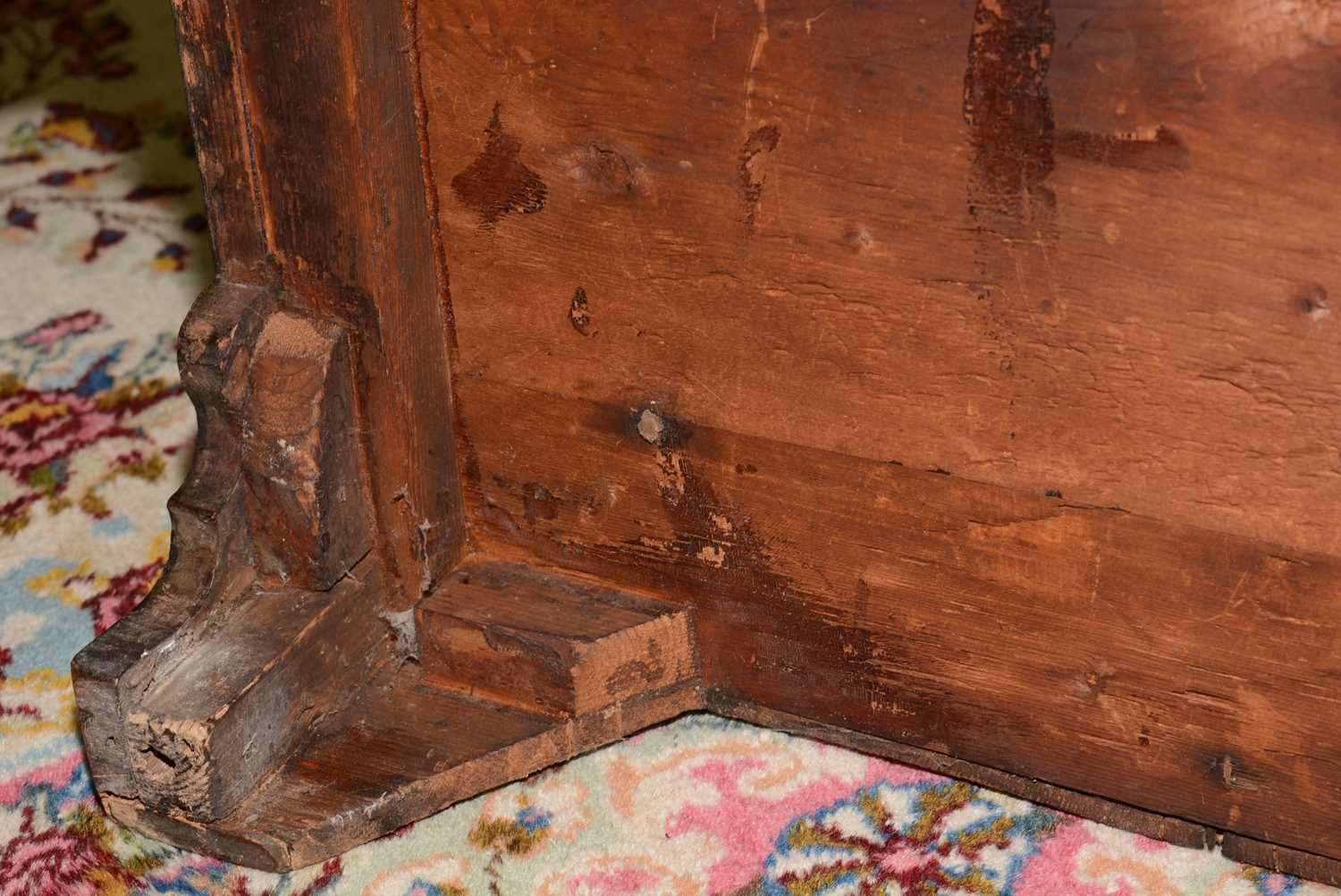 Early 18th Century walnut bachelors chest - Image 23 of 39