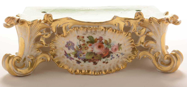 Jacob Petit porcelain mantel clock and stand - Image 10 of 20
