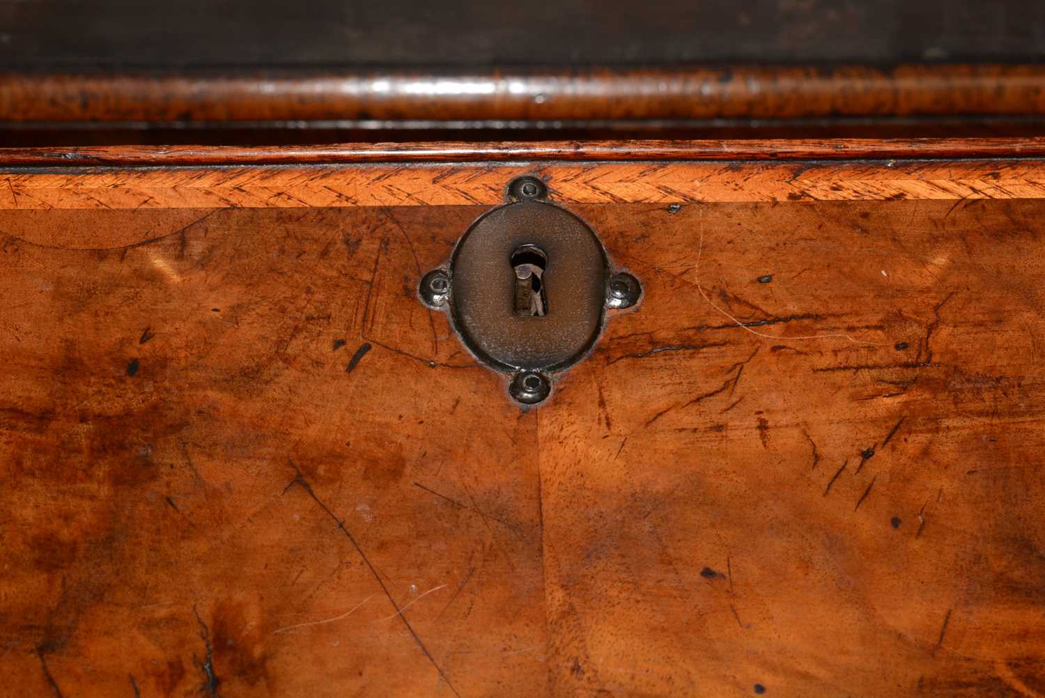Early 18th Century walnut bachelors chest - Image 29 of 39