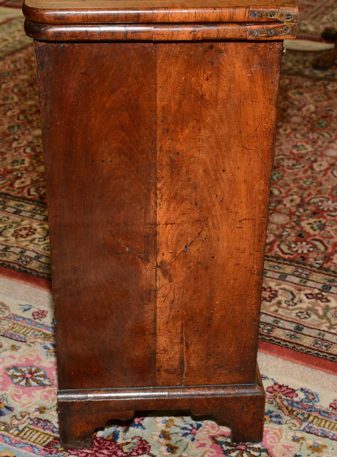 Early 18th Century walnut bachelors chest - Image 8 of 39