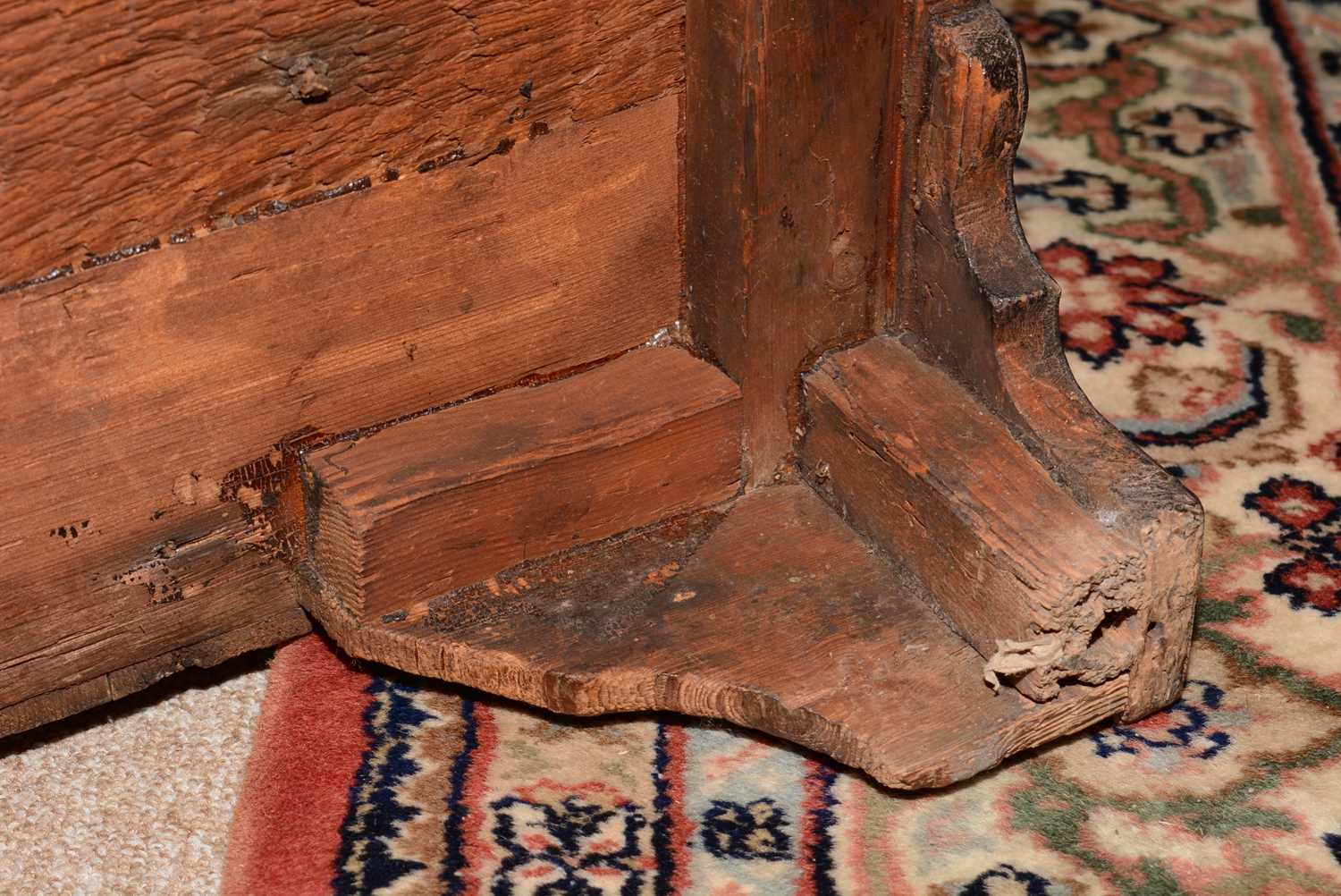 Early 18th Century walnut bachelors chest - Image 21 of 39