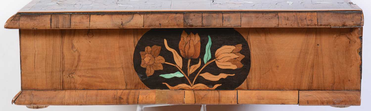 18th Century Dutch marquetry and oyster veneered lace box - Image 6 of 9