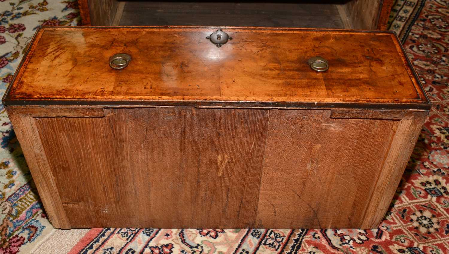 Early 18th Century walnut bachelors chest - Image 27 of 39
