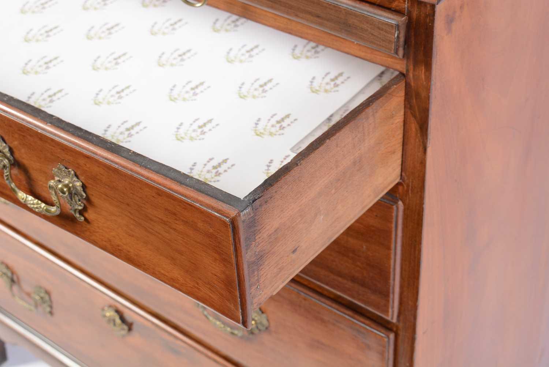 George III mahogany bachelors chest - Image 3 of 5