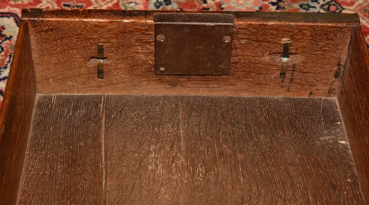 Early 18th Century walnut bachelors chest - Image 34 of 39