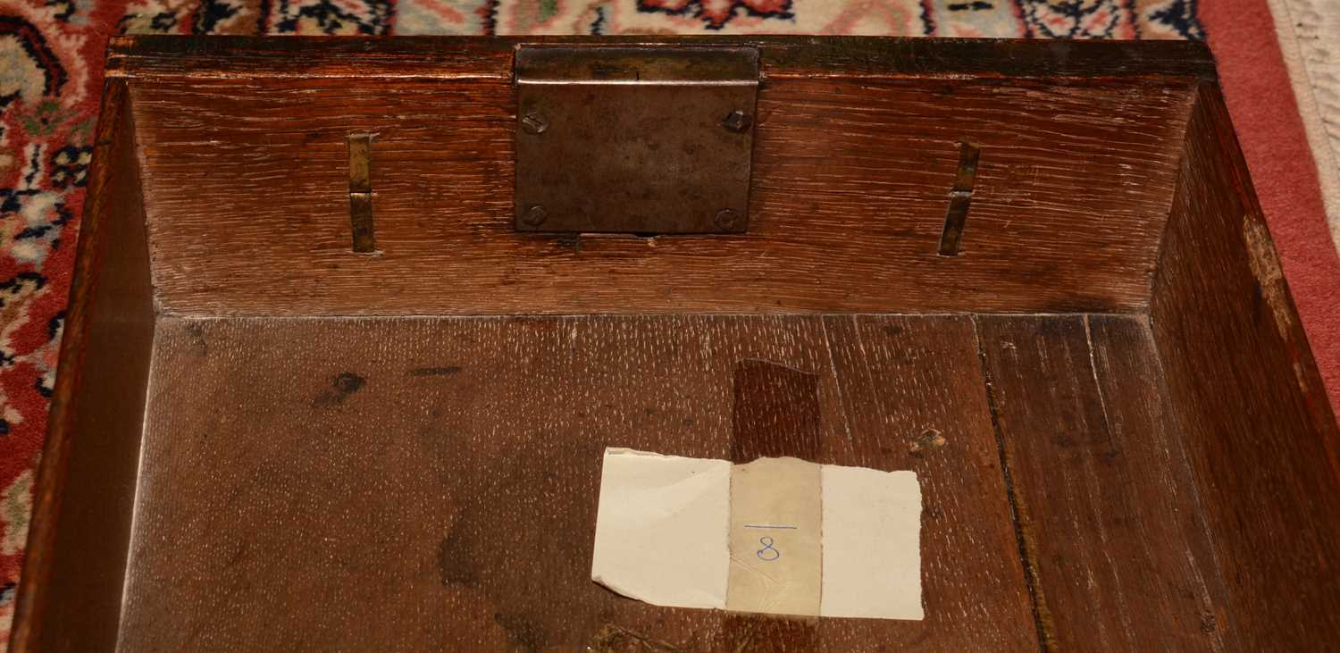 Early 18th Century walnut bachelors chest - Image 37 of 39