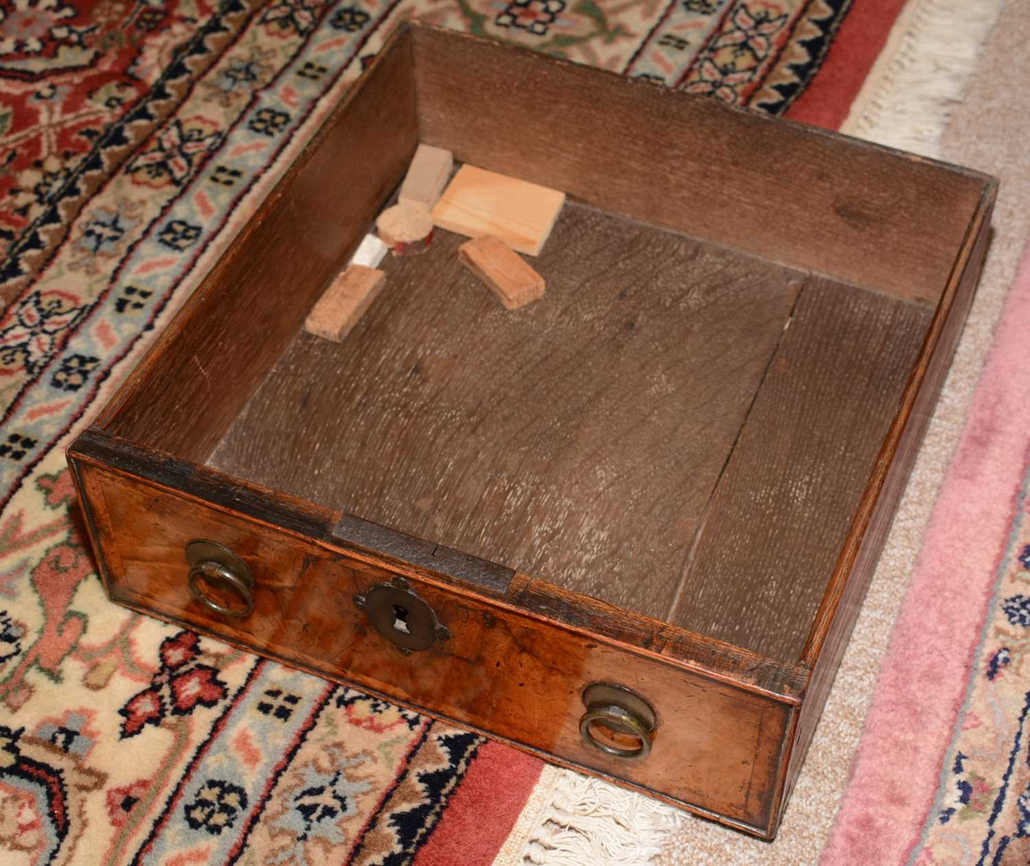 Early 18th Century walnut bachelors chest - Image 33 of 39