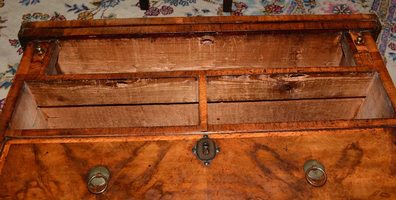 Early 18th Century walnut bachelors chest - Image 25 of 39