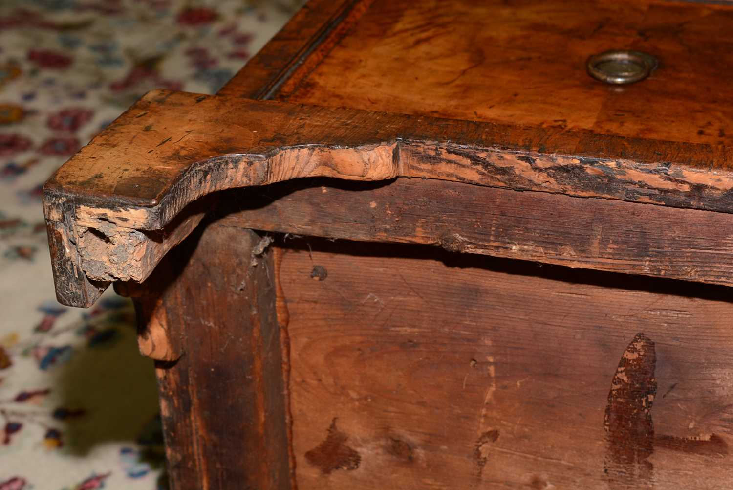 Early 18th Century walnut bachelors chest - Image 30 of 39