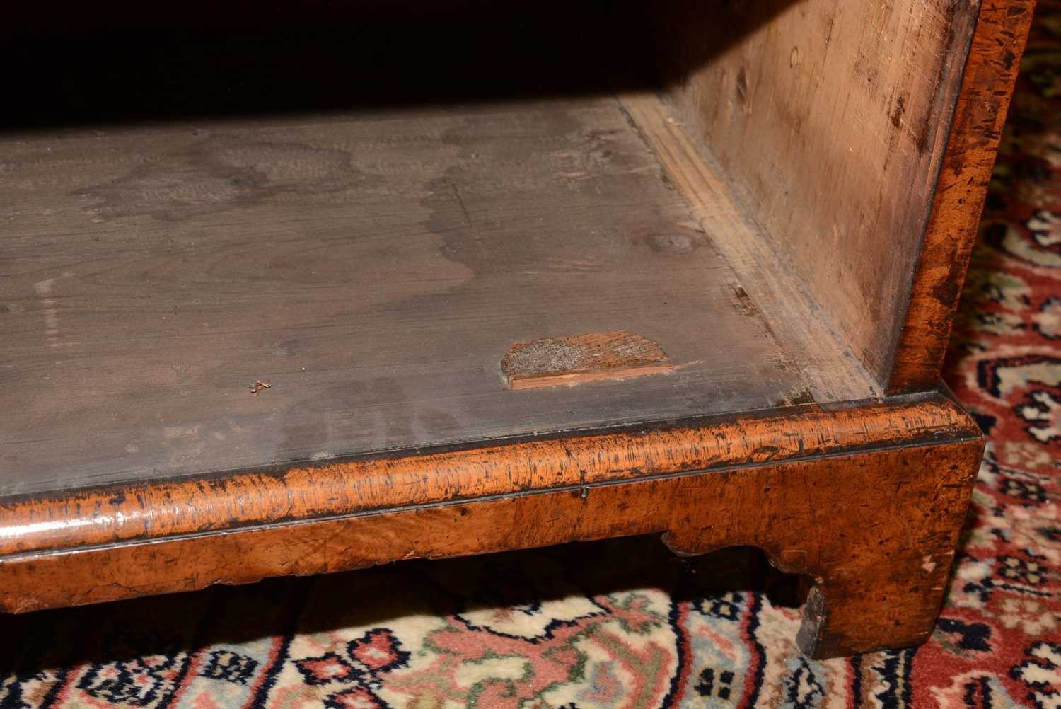 Early 18th Century walnut bachelors chest - Image 26 of 39